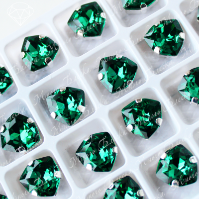 "Стразы в цапах Триллиант ""Эмералд"" 12мм SWA crystalls"