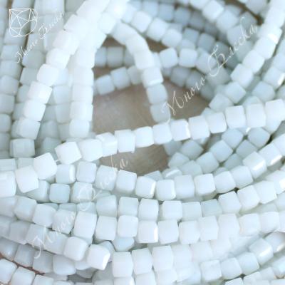 Бусины кубики 4мм Белый снег 10шт, стекло