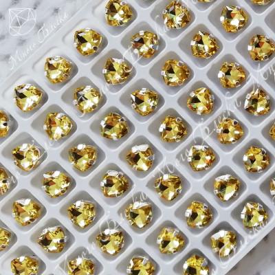 "Стразы в цапах Триллиант ""Топаз лайт"" 7мм SG A crystalls"